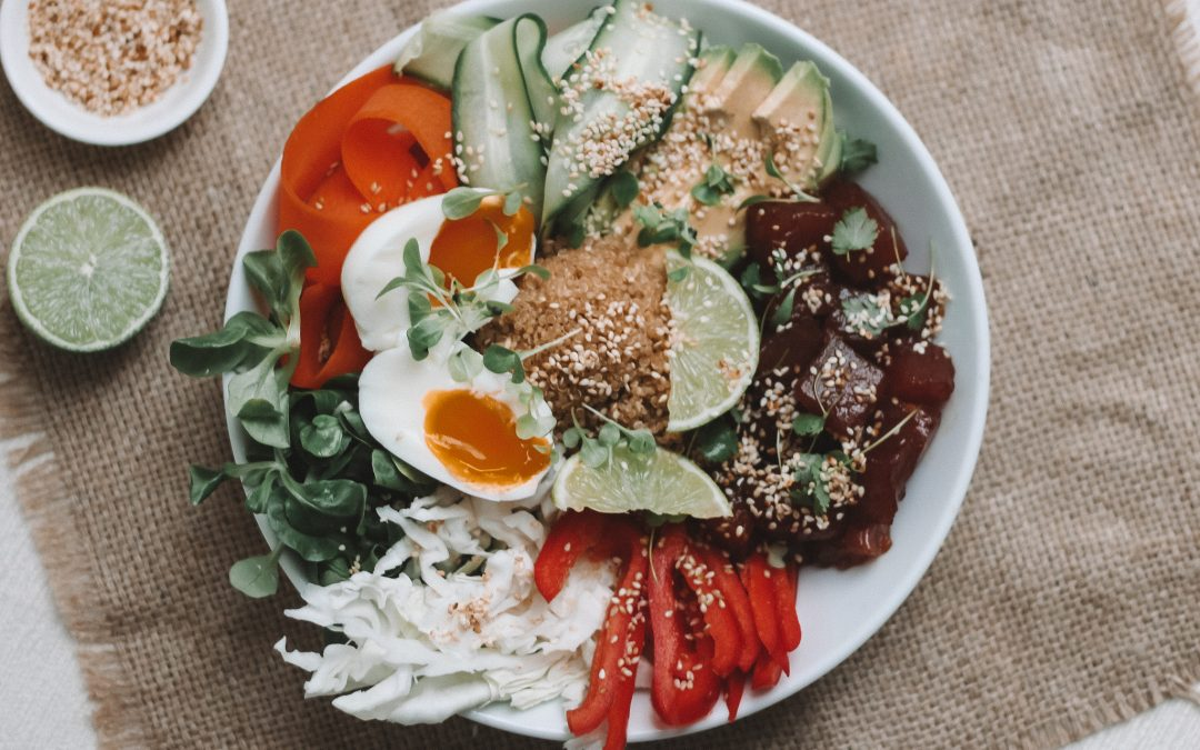 Sashimi tuna salad bowl