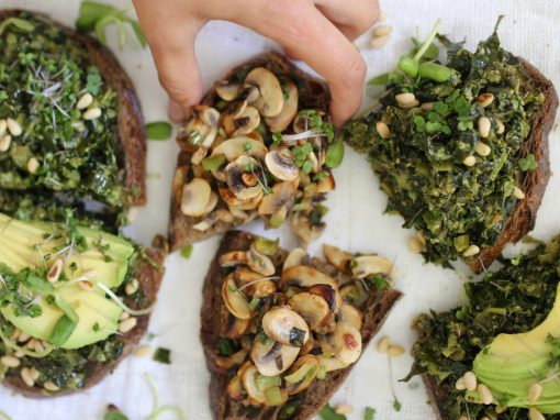 Kale and pesto toast