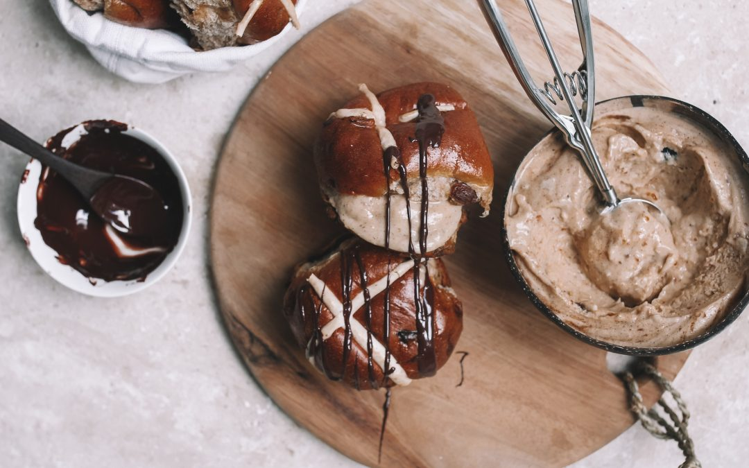 Hot cross bun nice cream sandwiches